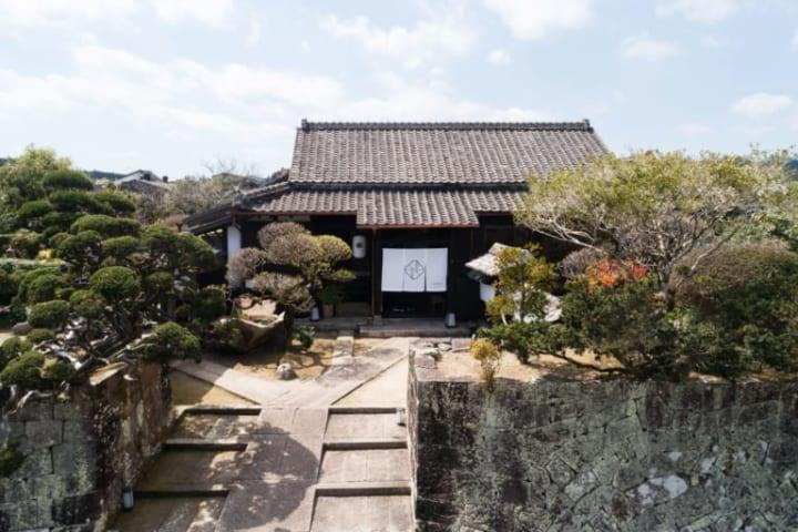 宮崎県日南市の古民家を改修した温泉旅館 「Nazuna 飫肥 城下町温泉 -小鹿倉邸-」が開業