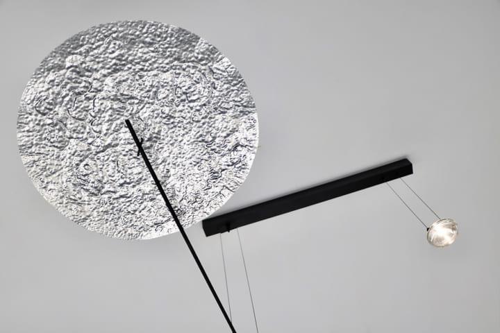 ベルギーのStudio Élémentairesが手がけた 驚きや意外性を与える回転するインテリア「UMBRA」