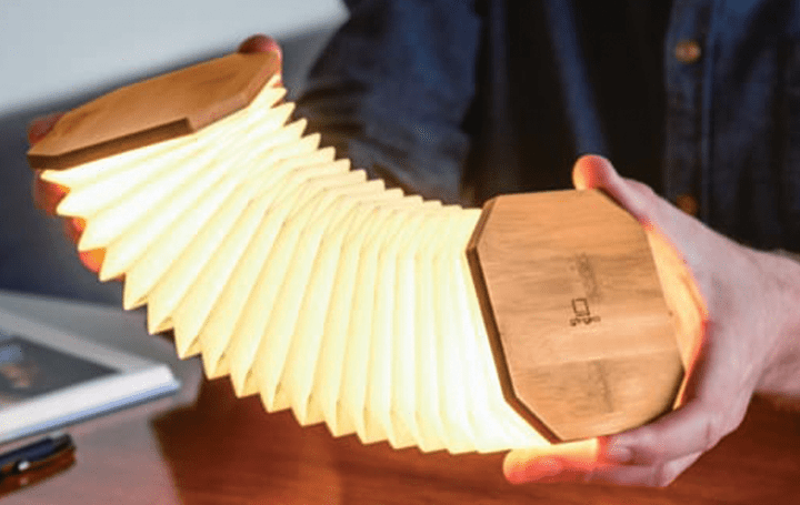 アコーディオンの形状をイメージした 室内用の照明「Smart Accordion Lamp」