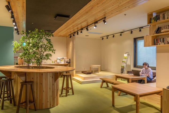 石巻工房の木製家具を全面採用 仙台のコワーキングスペース「いいオフィス仙台by cocolin」