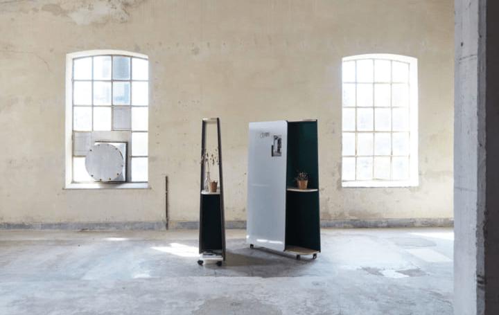 デザインオフィスStone Designsが設計した ホワイトボード、移動棚、吸音など多機能を持つ「ジェミニ」が…