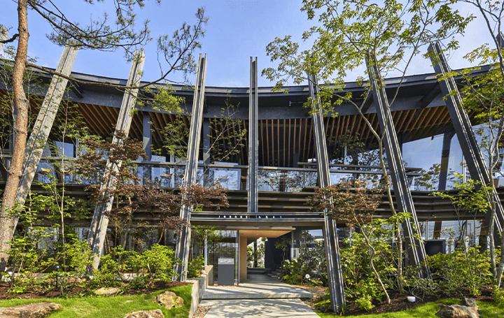 屋敷林「居久根」をモチーフにした仙台の商業施設 前田圭介/UIDが手がけた「IGOONE ARAI」