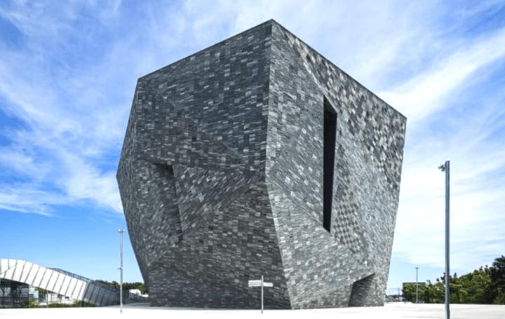 「角川武蔵野ミュージアム」竣工記念展 「隈研吾/大地とつながるアート空間の誕生 ― 石と木の超建築」開催