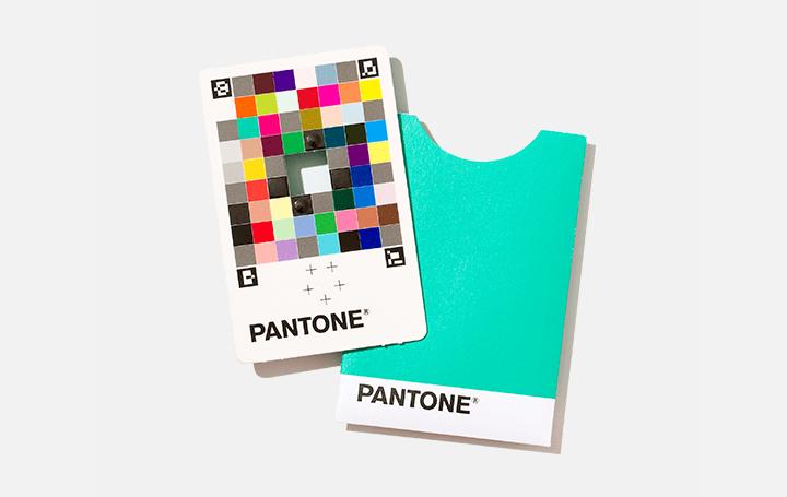 気になる色をスマホですぐ測色できる パントンが「カラーマッチカード」を開発