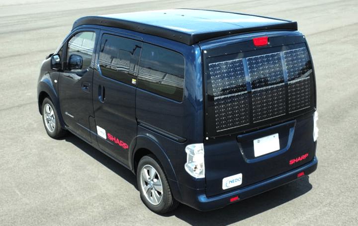 シャープとNedo、電気自動車用の太陽電池パネルを開発 外部電源からの充電回数をゼロに実現