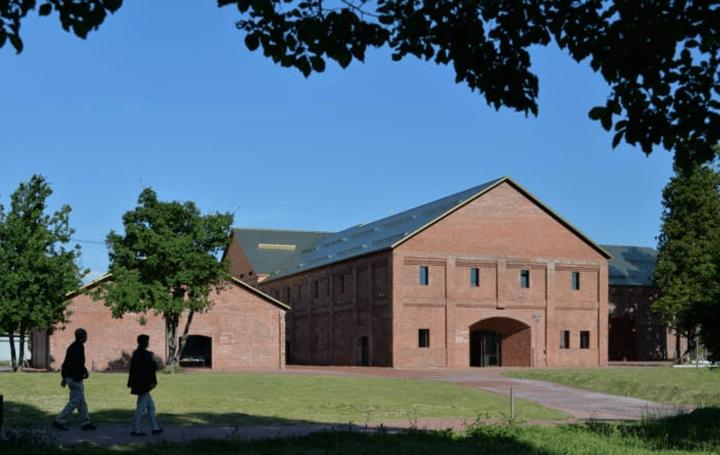 田根 剛が手がけた「弘前れんが倉庫美術館」がグランドオープン 煉瓦倉庫の原風景を守り、歴史を未来へつ…
