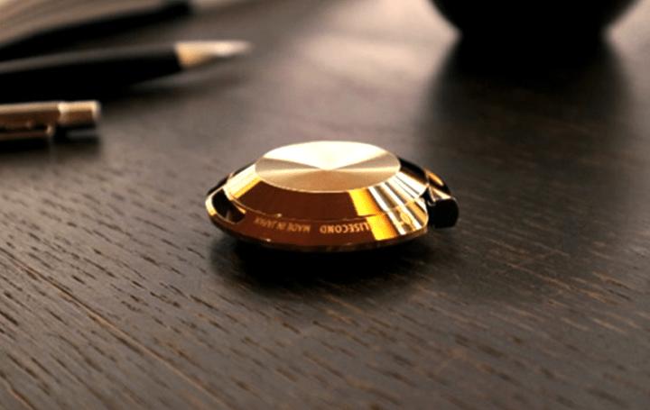 新潟県の金属加工メーカーとデザイン事務所 Caro inc.による 24金を纏った輝く美しい「メタルメジャー」