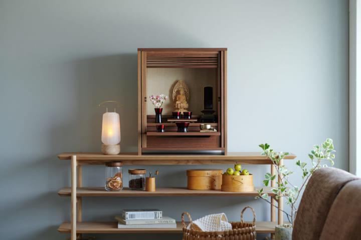 デザイナー 清水慶太による現代の住空間に合う仏具 若林佛具製作所の「KAKEHASHI SERIES」
