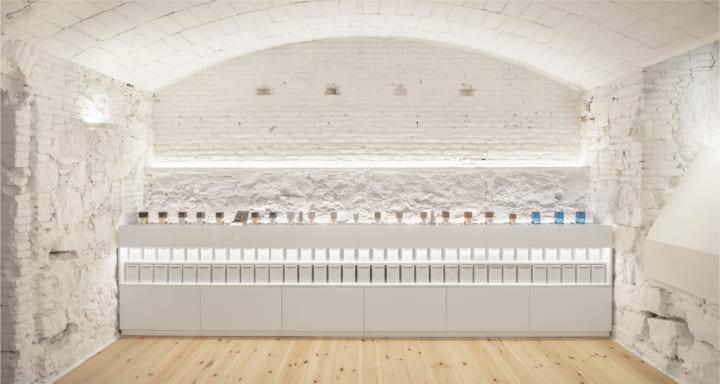 スペインの香水ブランド「Carner Barcelona Perfumery」の新本社 ブランドの価値や哲学を表す空間デザイン