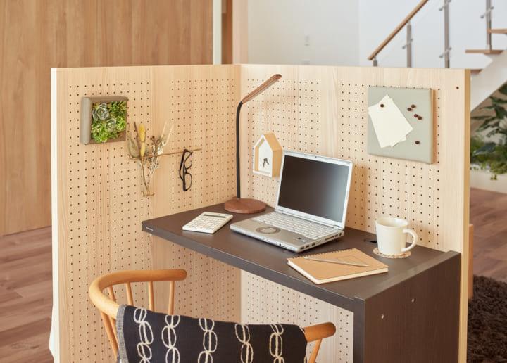 パナソニック、半個室空間を作れる 組み立て式デスク「KOMORU」をリリース