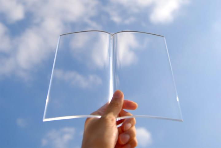 本を愛する人のためにデザインされた 透明な書見台「BOOK on BOOK」