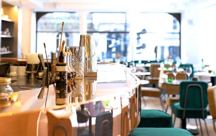 Maison Kitsuné流にアレンジした「Café Kitsuné Louvre」 昔のパリのカフェを再解釈