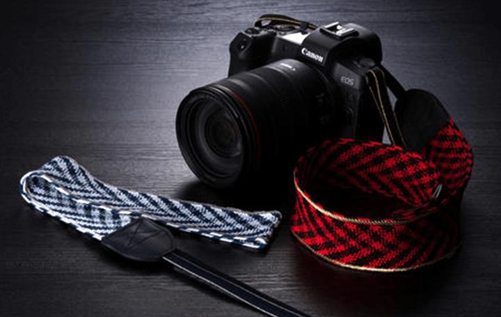 日本伝統工芸で大切なカメラを支える 組紐工房「龍工房」の技術による「東京くみひもカメラストラップ」