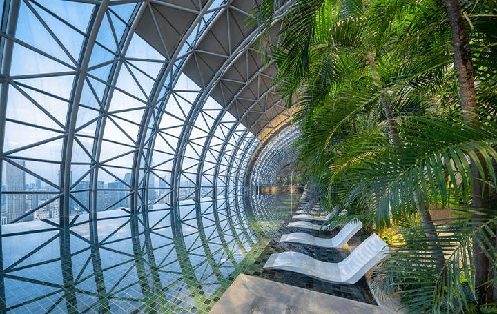 中国・重慶「InterContinental Chongqing Raffles City」 42階の空中回廊「Link Bridge Reception Area」…