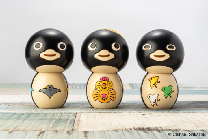 日本の伝統的な「鳥の文様」をテーマに 坂崎千春が「ペンギンこけし」をデザイン