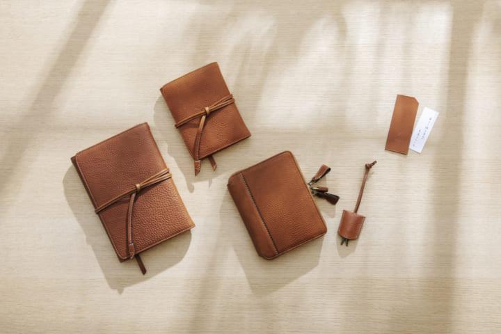 人生の相棒のような革の手帳 土屋鞄製造所とほぼ日手帳のコラボ「はじまりの手帳」登場