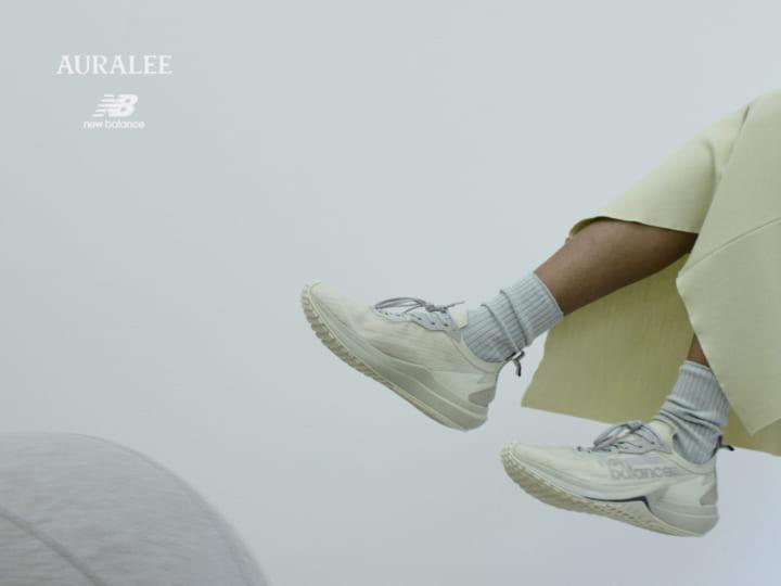 AURALEE × New Balanceによる「FuelCell Speedrift」 「速さ」を追求したファッション フットウェア
