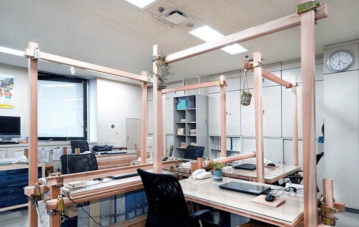 木材活用の促進を目的に 徳島県の県庁オフィスに木質ユニット「つな木」を導入