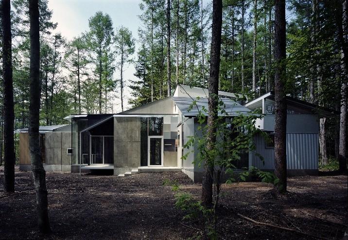 建築家・浅野言朗が設計した「Metamorphosis in the Forest」 森の変容にインスパイアされた軽井沢の住宅