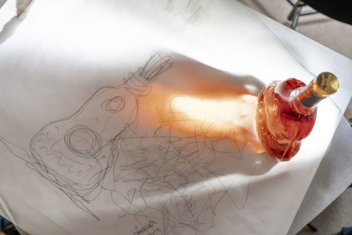 「ヘネシー X.O」150周年、建築界の巨匠 フランク・ゲーリーとの スペシャルコラボレーションボトルが誕生