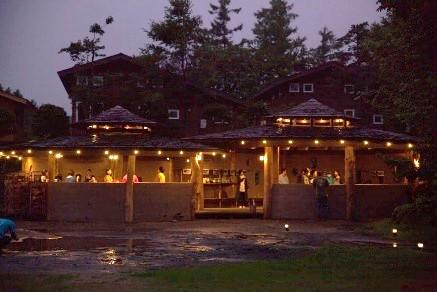 焚き火を囲んで本音で語り合う 北軽井沢の新しい合宿施設「TAKIVIVA」