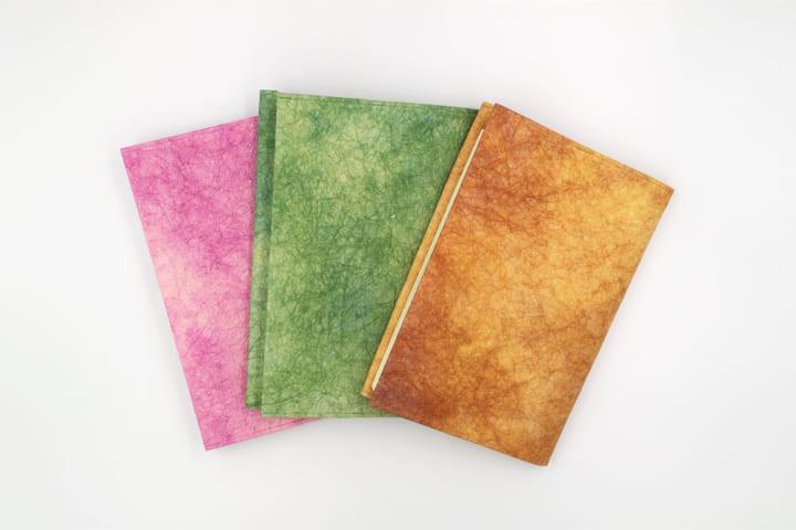 越前和紙の染色技術を生かした 和紙ブックカバーシリーズの新色がリリース