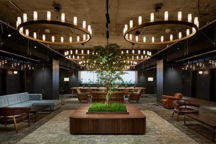 東京・有楽町にイノベーション拠点「Shin Tokyo 4TH」がオープン 「一丁倫敦」を想起させるインテリアを採用