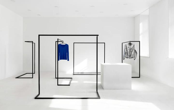 ロシア・サンクトペテルブルクの古着店「Svalka.spb」 混沌から秩序への移行をイメージした店舗デザイン