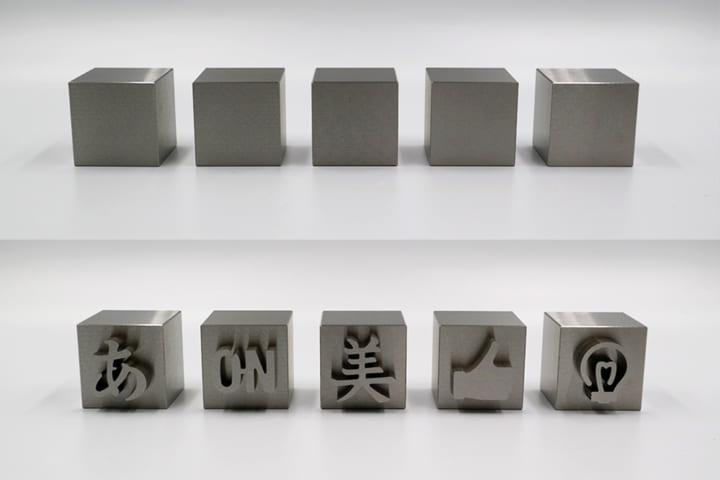 燕三条の金属加工技術で生み出された 文字が浮き出る「マジックメタルキューブ」