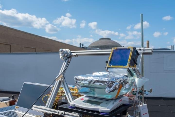 MITらの研究チームが、空気から直接飲料水が 抽出できるシステムを開発