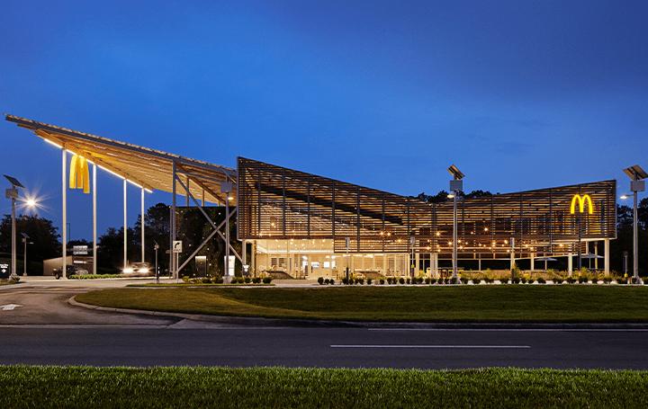 マクドナルド初のネット・ゼロ・エネルギー設計店舗 米フロリダ州のディズニー・ワールド・リゾートにオー…
