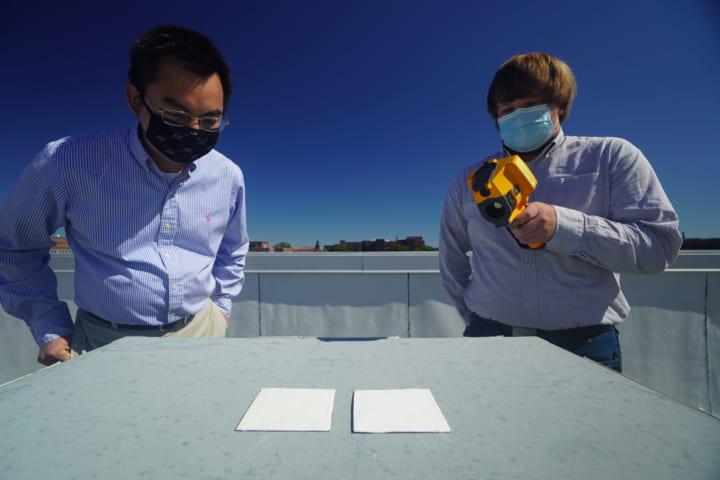 米パデュー大学が建物の表面温度を低く保つ 白色塗料を開発