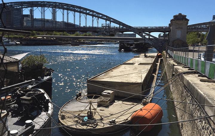 ル・コルビュジエ作品唯一の動く建築「アジール・フロッタン」 パリセーヌ川で復活