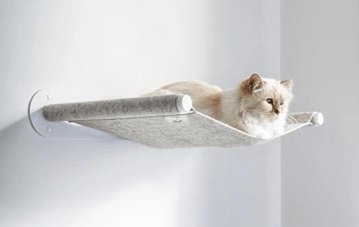エレガントな佇まいをする 猫用ハンモックがドイツブランドLucyBaluに登場