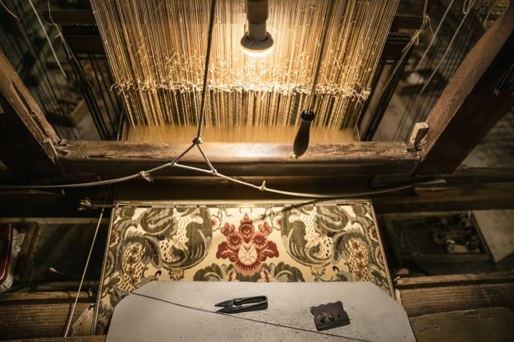 イタリア各地の工芸技巧を駆使して フェンディのアイコンバッグを解釈するプロジェクト「hand in hand」
