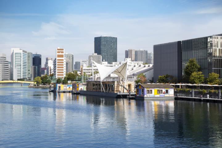 寺田倉庫、4隻の小舟からなる 水上ホテル「PETALS TOKYO」をオープン