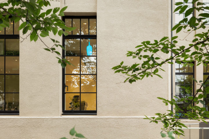 長坂常/スキーマ建築計画が店舗設計を手がけた ブルーボトルコーヒー京都木屋町カフェ