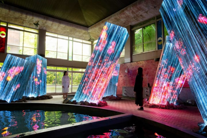 九州・武雄温泉の御船山楽園に 常設展「チームラボ 廃墟と遺跡:淋汗茶の湯」