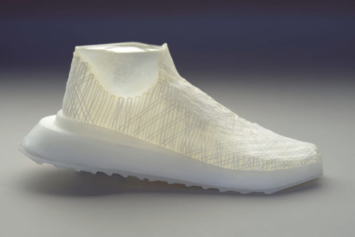デザイナーJen Keaneが再生可能なバイオマテリアルで ファッションプロジェクト「This is GMO」を手がける