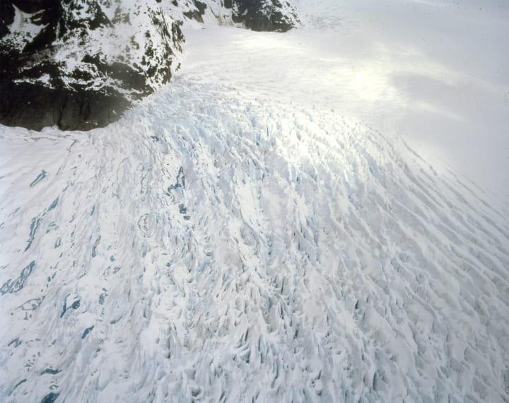 エスパス ルイ・ヴィトン東京に、アーティスト ダグ・エイケンの 没入型映像作品「New Ocean: thaw」開催