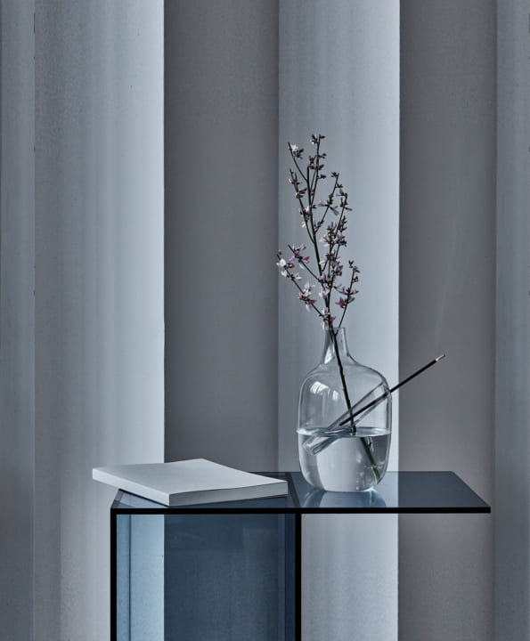 デザイナー デニス・グイドーネが手がける ディフーザーを兼ねた花器「HANAMI」