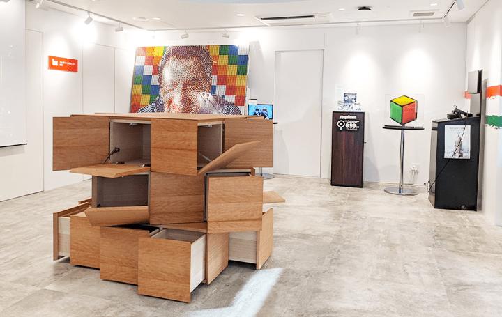 ルービックキューブ40周年記念展 ルービックキューブにインスパイヤされた隈研吾などの作品が展示