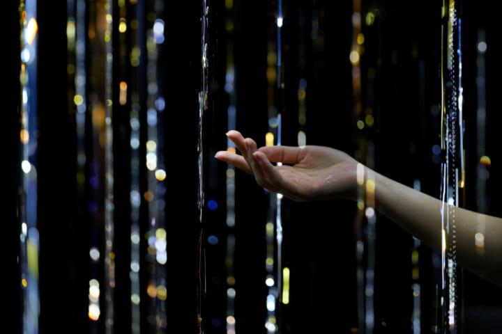 松尾高弘によるプリズムインスタレーション 「PRISM / GLOW」がARTBAY HOUSEに展示