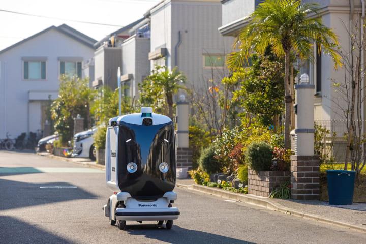 パナソニック、小型低速ロボットによる住宅街向け 配送サービスの実証実験を実施