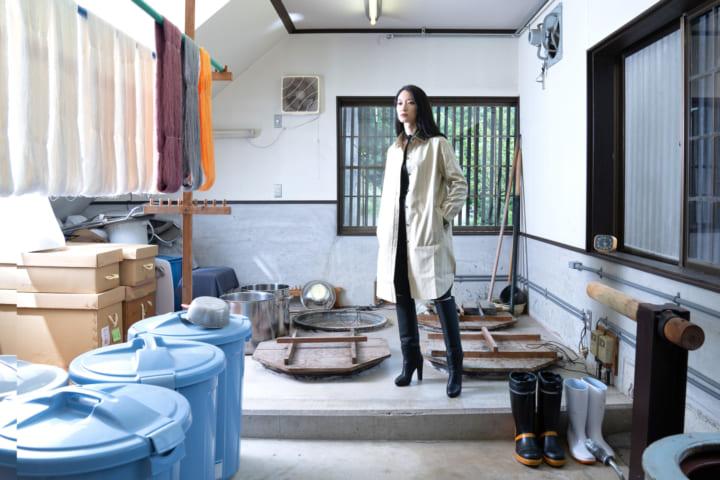 牛首紬の反物から洋服への仕立てを提案 石川県に「牛首紬 伝統の新たなかたち 展」開催
