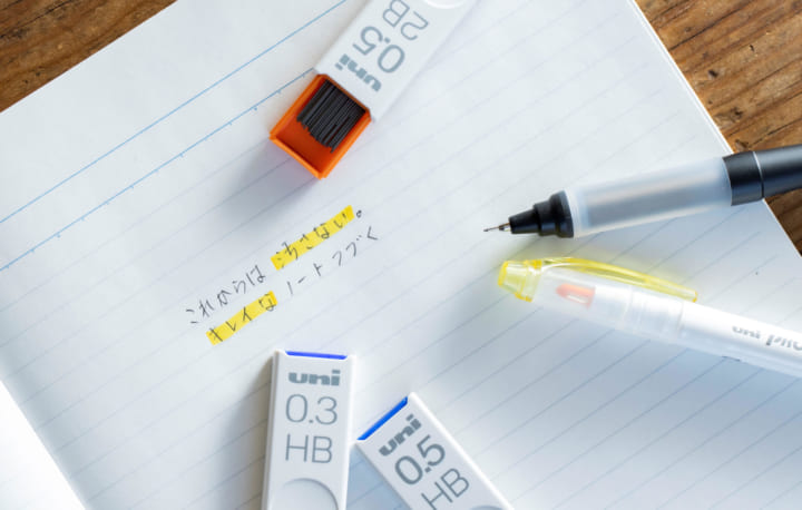 こすれに強くノートが汚れにくい 三菱鉛筆のシャープ替芯「uni」