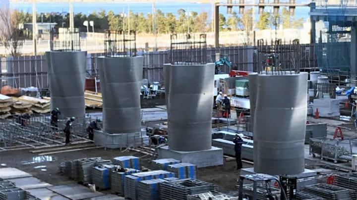 清水建設、自由曲面形状の大規模コンクリート柱を構築 3Dプリンティング型枠を現場に初適用