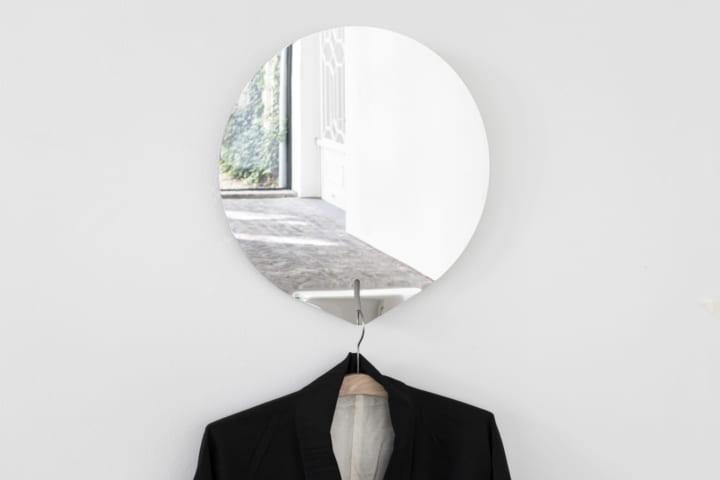 服選びの動作を再考する デザインスタジオ Studio Wieki Somersが「selfie mirror」を提案