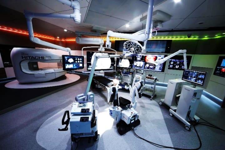 日立とオペパーク、情報統合手術室「METIS」を開発 手術時の膨大な情報を一元管理