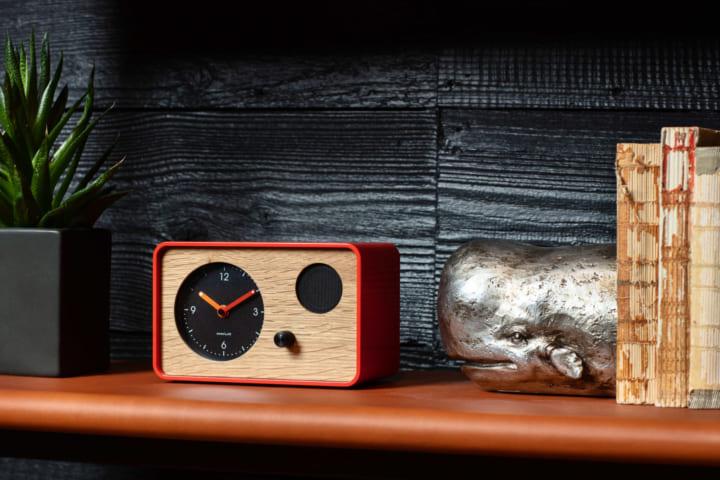 柔らかくオーガニックなサウンドで目覚める アナログな目覚まし時計「OneClock」